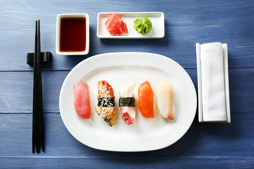 sushi losos tunak stolovani cinske hulky